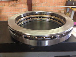 Axial thrust ball bearing
